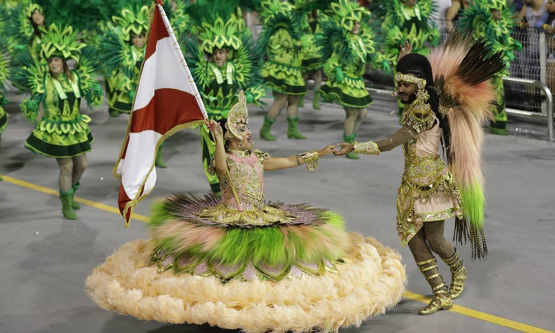 65404485_Dancers-from-the-Mocidade-Alegre-samba-school-perform-during-a-carnival-parade-in-Sao-P