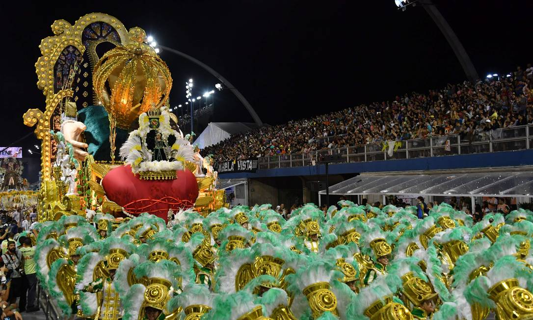 65405029_A-float-of-the-Unidos-de-Vila-Maria-samba-school-parades-during-the-first-night-of-carn