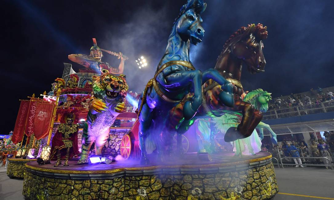 65407354_A-float-of-the-Academicos-do-Tucuruvi-samba-school-parades-during-the-first-night-of-carniv