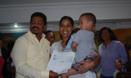 ALCALDÍA LOS ALCARRIZOS ENTREGA 500 MIL PESOS EN AYUDAS SOCIALES