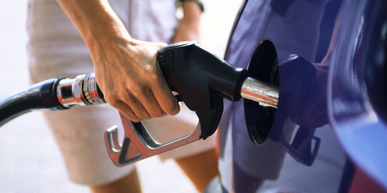 Disponen rebajas en los combustibles