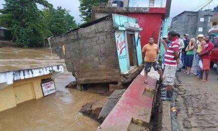 Casas destruidas por inundaciones
