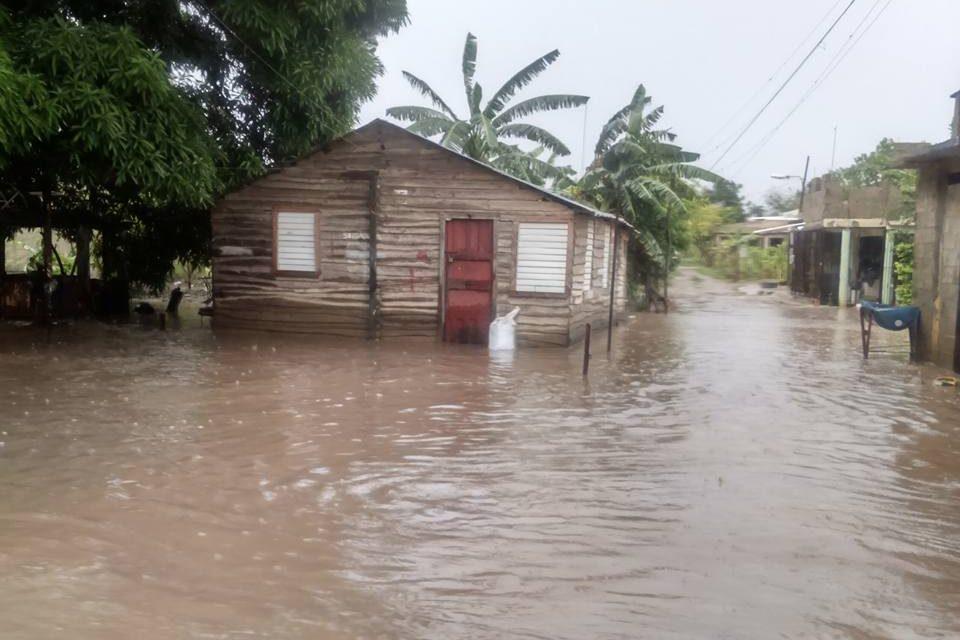 Río se desborda en Villa González