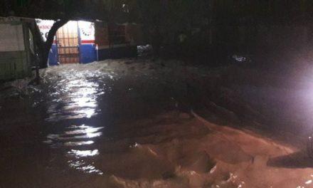 Se desbordan ríos en Villa Isabela
