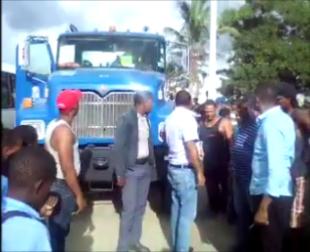 Camión trompo arrolla niño