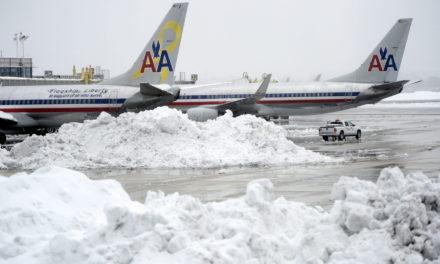 Cancelan vuelos por tormenta de nieve