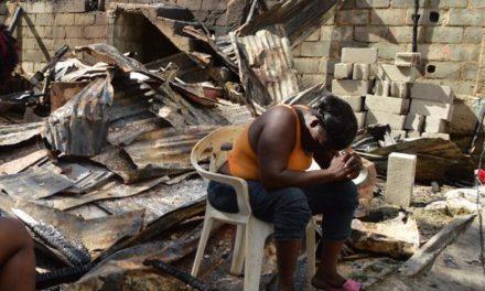 Fuego destruye viviendas en Los Ríos