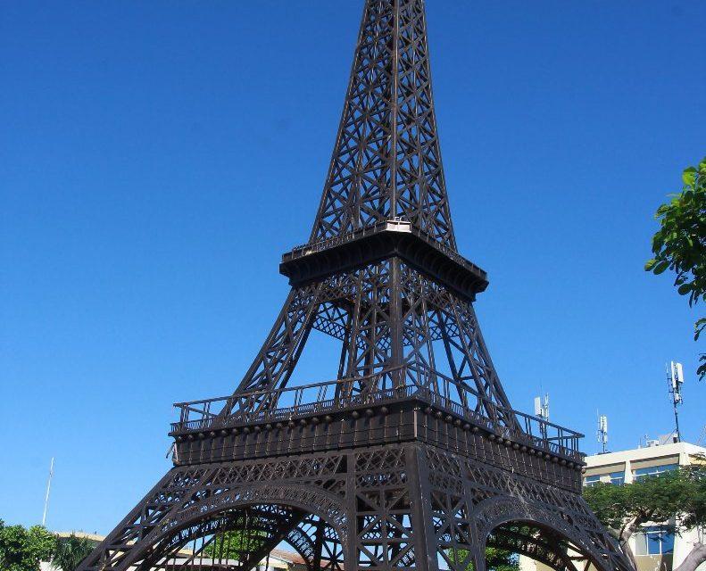 Alcalde desconoce país torre Eiffel