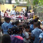 Domingo De León entrega juguetes