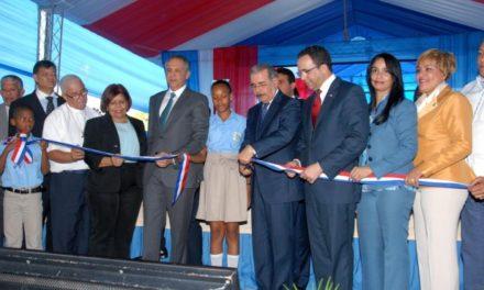 Inauguran escuela en batey Palavé