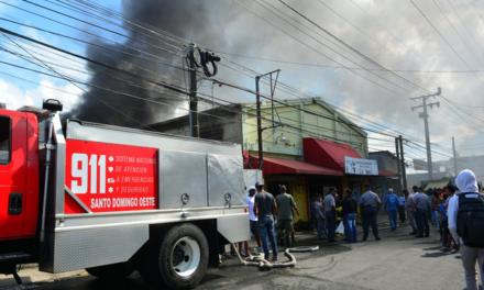 Incendio destruye tienda en Herrera