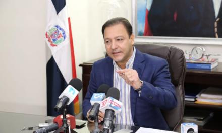 Alcalde Abel Martínez denuncia expedición de cédulas y carnets de naturalización falsos a favor de haitianos