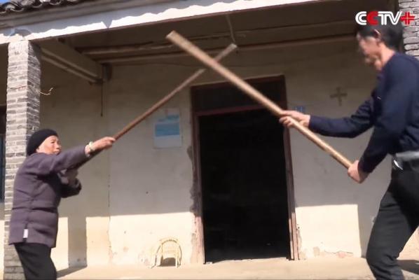 Abuela Kung Fu de China continúa enseñando artes marciales a sus 93 años