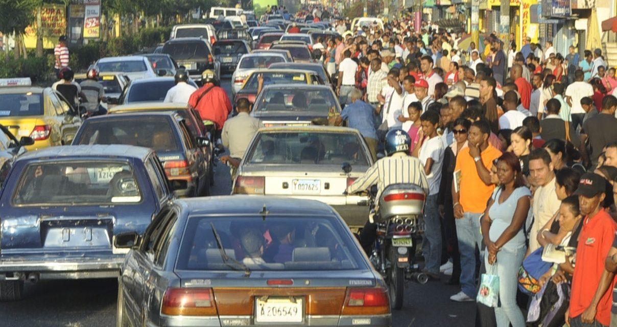 Nueva ley de tránsito prohíbe más de cinco personas en carros públicos