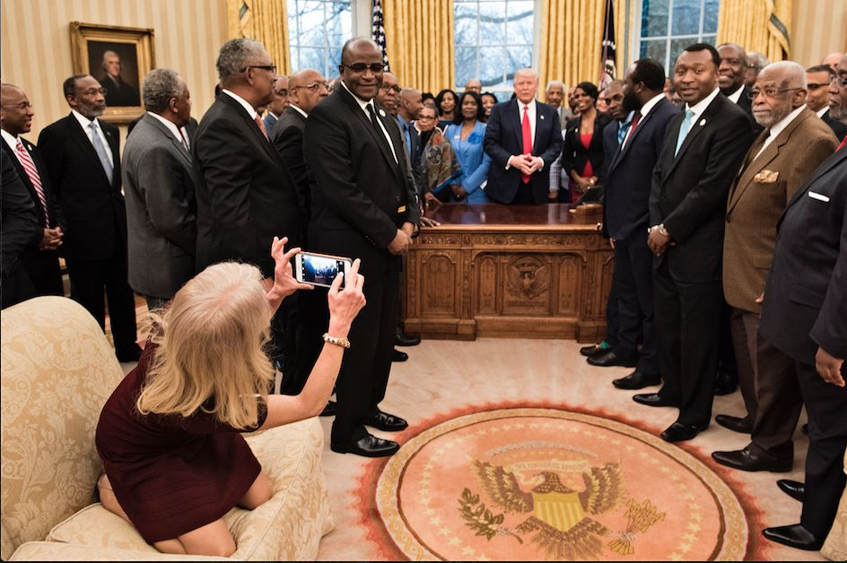 Polémica, fotografía, asesora, Donald Trump, Alcarrizos News Diario Digital
