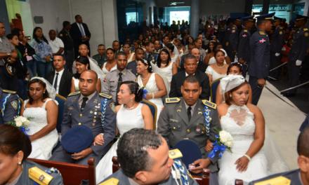 Policía Nacional celebra boda colectiva de agentes y sus parejas