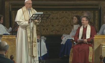 El Papa hace historia una vez más: Visita iglesia anglicana en Roma y alienta a la unidad