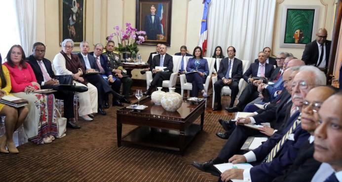 Presidente Medina recibe el primer informe sobre avance de metas de gobierno
