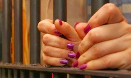 Envían a la cárcel madre acusada de explotar sexualmente a hija de 14 años