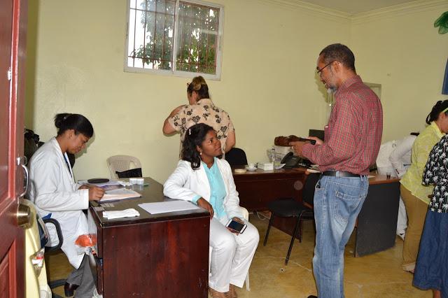 Alcaldía Los Alcarrizos y Subcentro Médico II realizan operativo detección tuberculosis