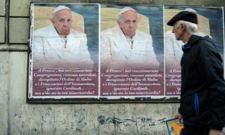 Empapelaron Roma con afiches anónimos en contra del Papa Francisco