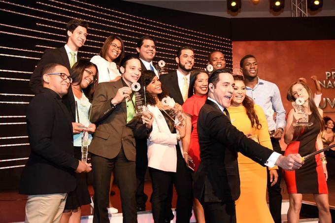Ministerio de la Juventud reconoció a 14 jóvenes