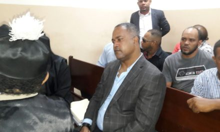 Seis meses de prisión domiciliaria a Raúl Mondesí por malversar fondos en ayuntamiento San Cristóbal