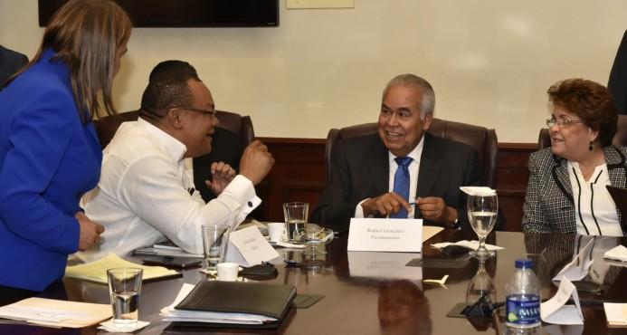 Tras reunión MESCyT, autoridades y profesores de la UASD llegan a un acuerdo