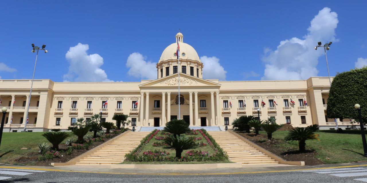 Presidente Danilo Medina pone en retiro a tres mayores generales