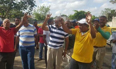 Asociación de choferes dice atracadores azotan pasajeros de Pedro Brand