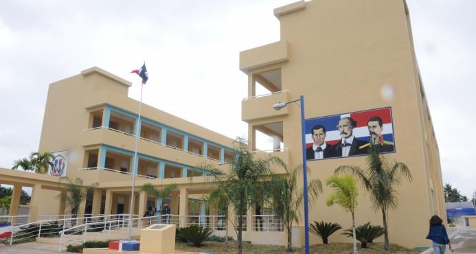 Presidente Medina entrega a la comunidad de El Pedregal una nueva y moderna escuela básica