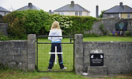 Hallan fosa común en ex orfanato católico