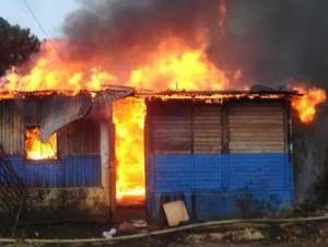 Fuego destruye más de 15 viviendas en Villa La Mata, Sánchez Ramírez