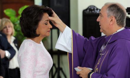 Primera Dama Cándida Montilla de Medina encabeza misa de inicio de Cuaresma