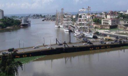 Cierran Puente Flotante sobre el río Ozama