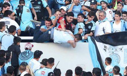 Un fanático argentino murió tras ser lanzado desde la grada
