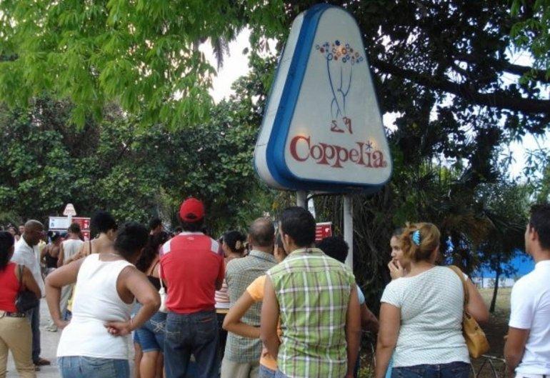 Cuba abre nueva zona pública de WiFi en céntrico parque de La Habana