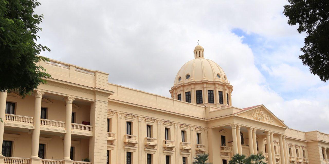 Presidente Medina destituye al ingeniero Diandino Peña de la OPRET
