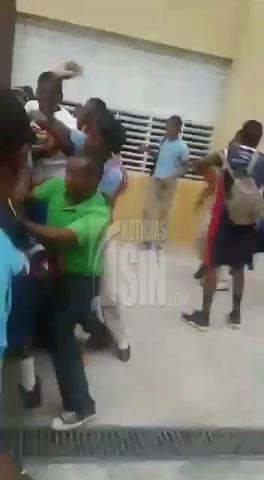 Otro enfrentamiento entre estudiantes en escuela de Pantoja, hubo hasta bombas lacrimógenas