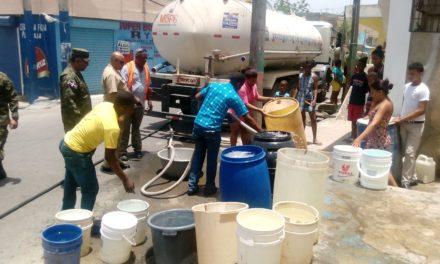 Residentes en barrios de Los Alcarrizos piden a la CAASD enviar camiones de agua