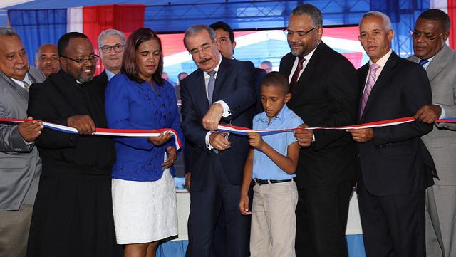 Presidente Medina inaugura escuela en Pedernales para más de 800 estudiantes