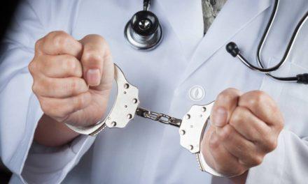 Dictan tres meses de prisión preventiva contra ginecólogo acusado de violar paciente