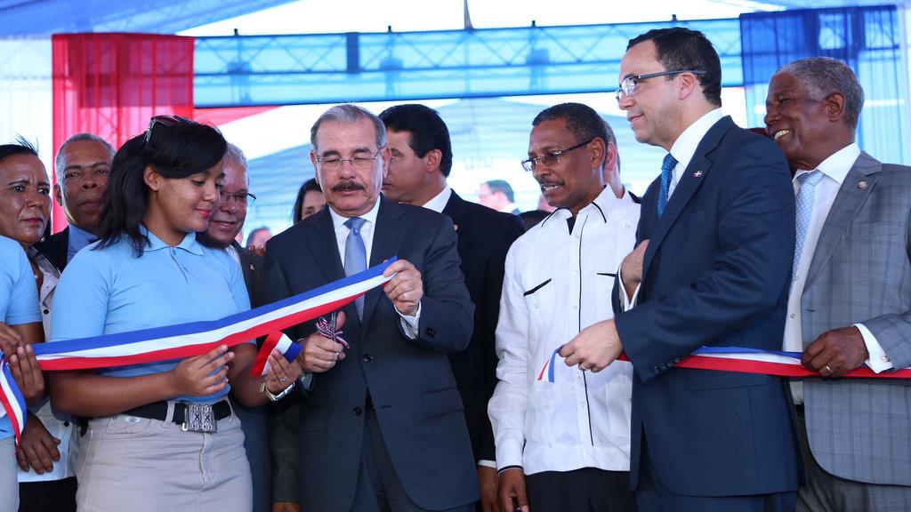 Presidente Medina entrega centros educativos en Bahoruco y Barahona