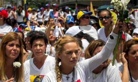 Miles de mujeres en nueva jornada de protesta contra régimen de Maduro
