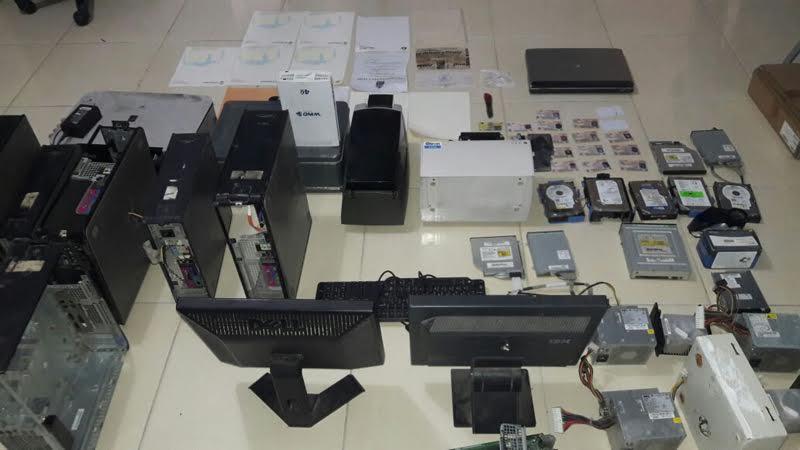 Policía desmantela oficina falsificaba visas checas, títulos universitarios y otros documentos