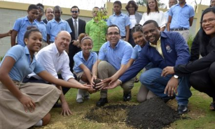 """MINERD y Medio Ambiente lanzan proyecto """"Creciendo con mi Árbol"""""""
