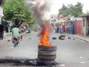 Moradores de Los Alcarrizos protestan en reclamo de agua potable