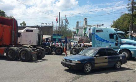 Camioneros levantan bloqueo de los puertos Multimodal y Andrés