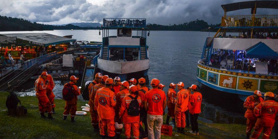 Seis fallecidos tras hundimiento de barco en represa Guatapé, Antioquia, Colombia