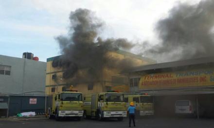 Incendio consume los almacenes del Híperuno, en la avenida Duarte